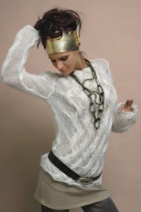 изысканый белый пуловер