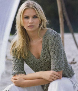 pulover-s-vyrezom